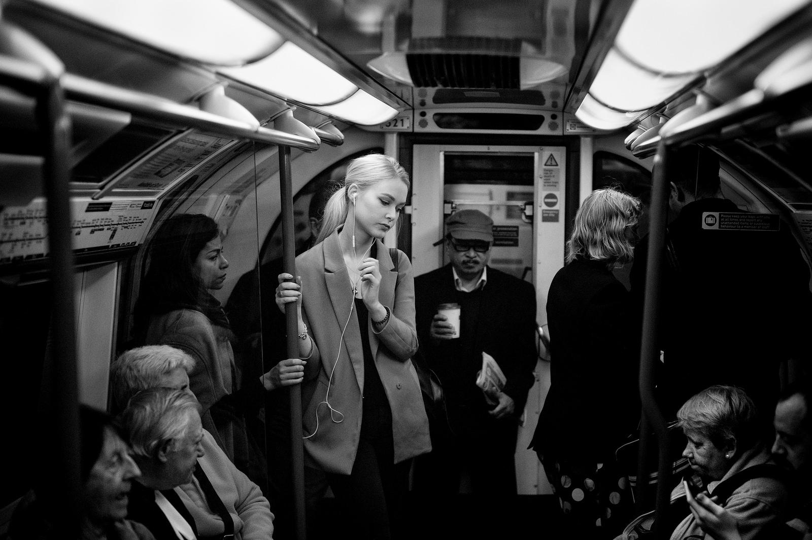 loneliness-in-london-alan-schaller-03
