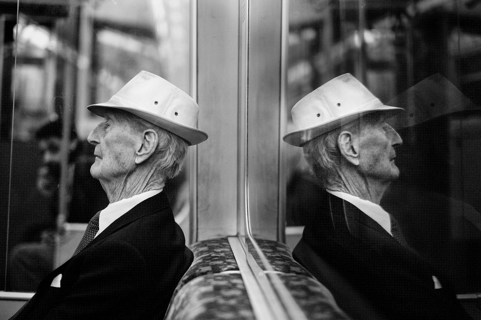 loneliness-in-london-alan-schaller-05