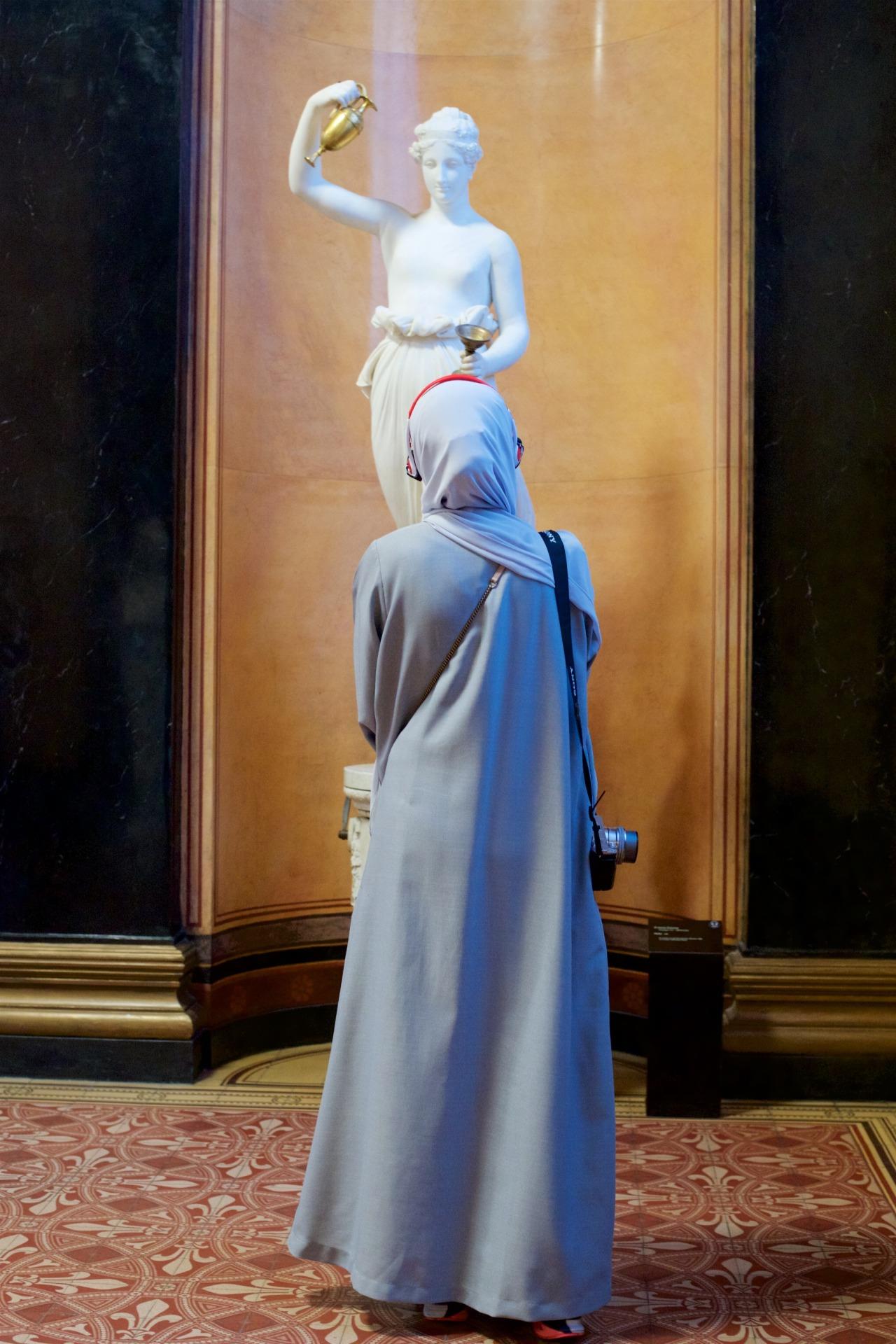 people-matching-artworks-06