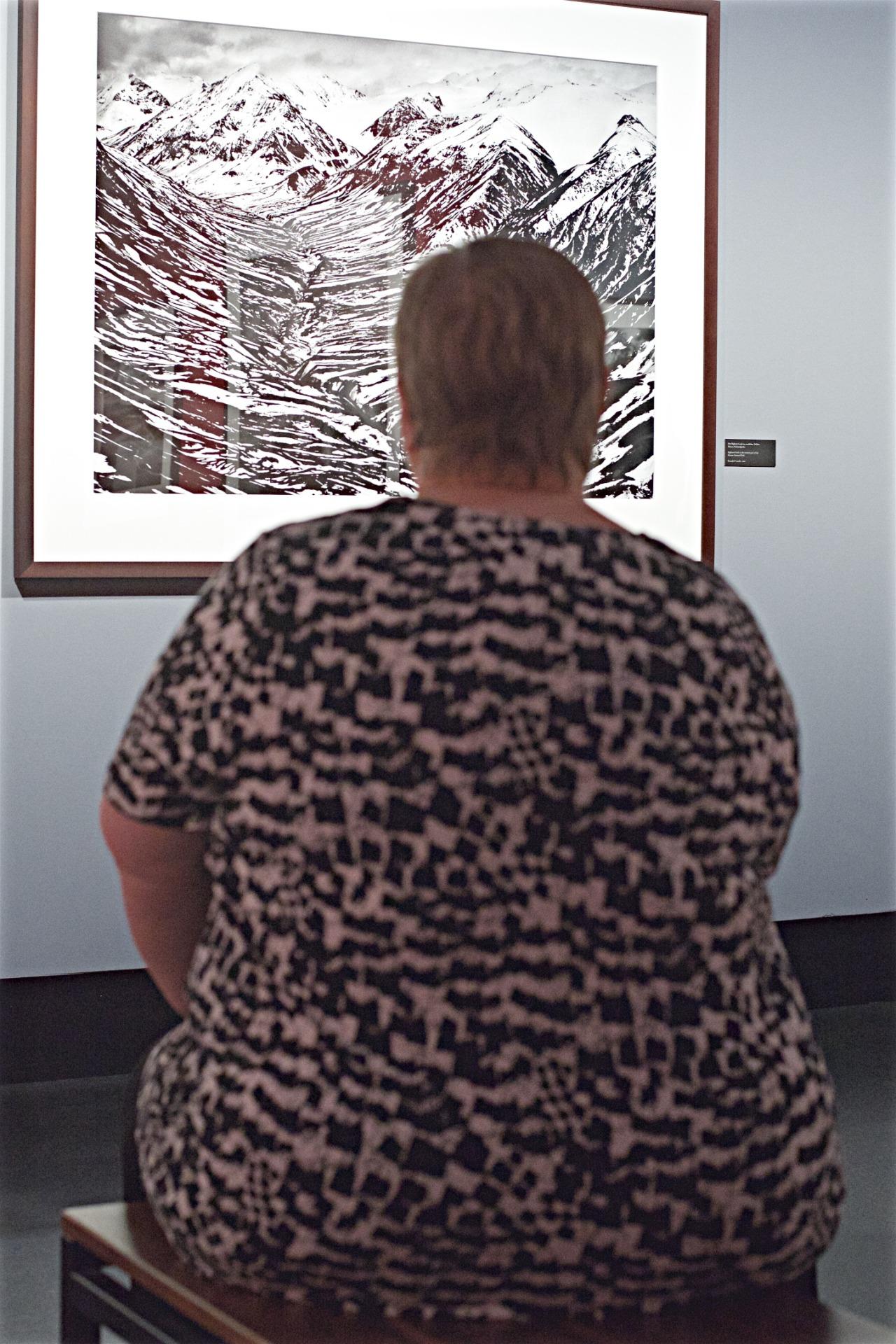 people-matching-artworks-08